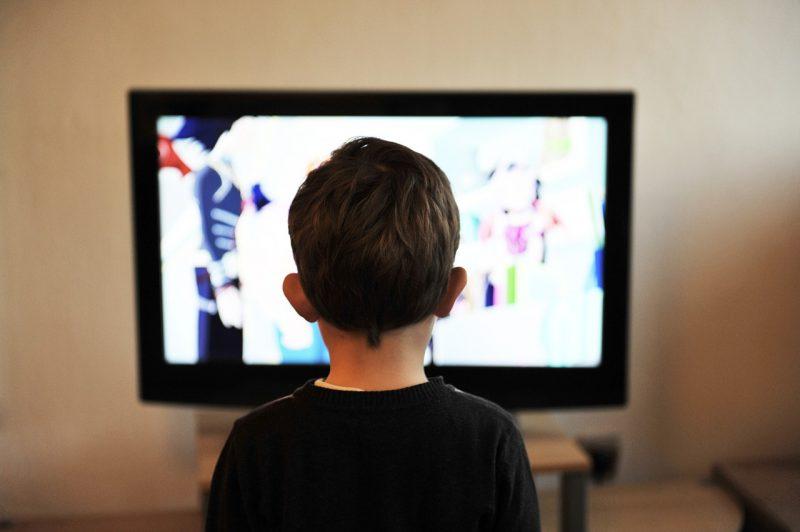 Tévénézés gyermekkorban - olvassunk inkább mesét!